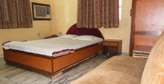 Oga Calcutta Ladies Lodge