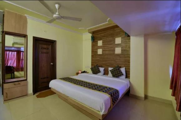 Oga Hotel Radha Palace